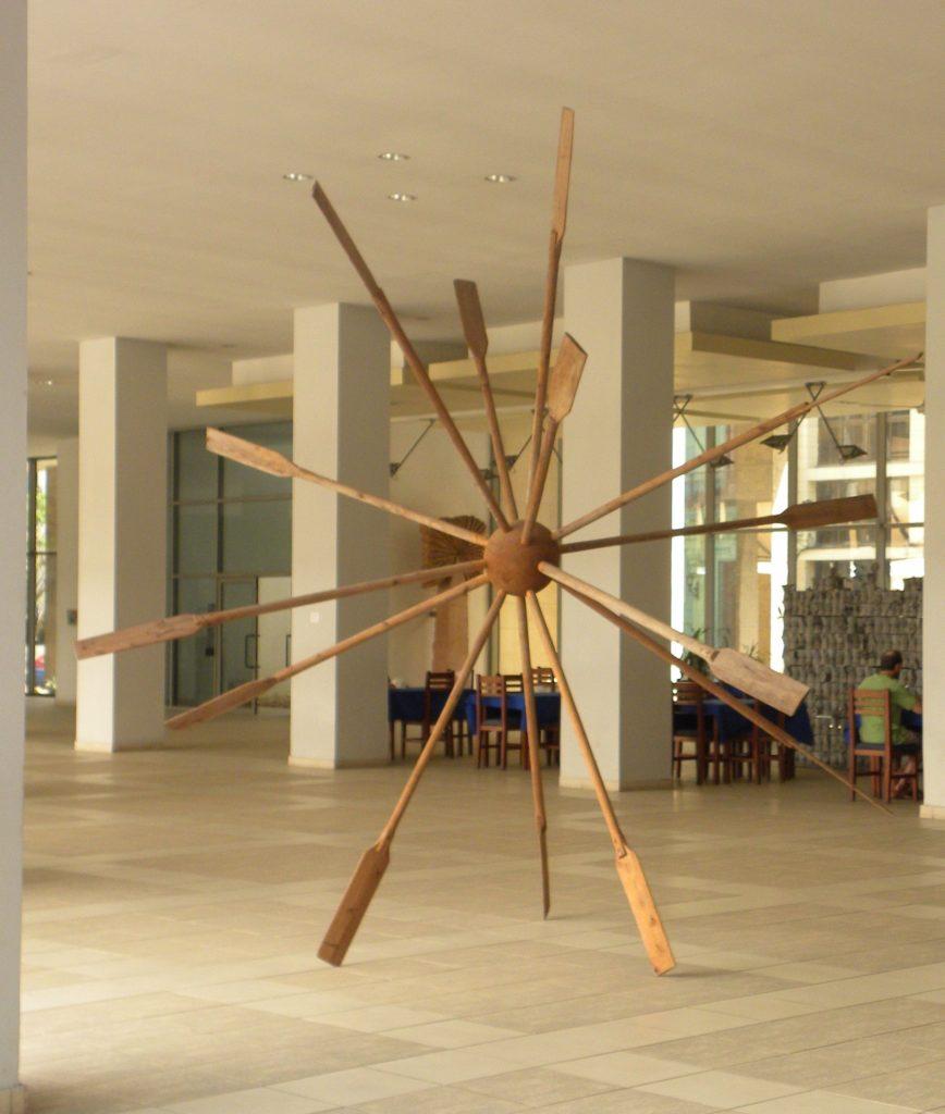Préau- « cafeteria » et sculpture aérienne avec des rames.  8ème billet -| L'histoire de Cuba à travers ses artistes 1 868x1024