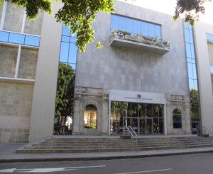 Façade sur la rue du « Museo Nacional de Bellas Artes – Arte Cubano »-au cœur de La Havane.  8ème billet -| L'histoire de Cuba à travers ses artistes musee2 300x246