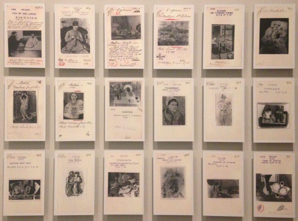 Quelques-unes des fiches répertoriant les œuvres de la galerie.  19ème billet du blog FrancescArts | L'exposition « 21 rue la Boétie » au Musée Maillol. 5 2 1024x759
