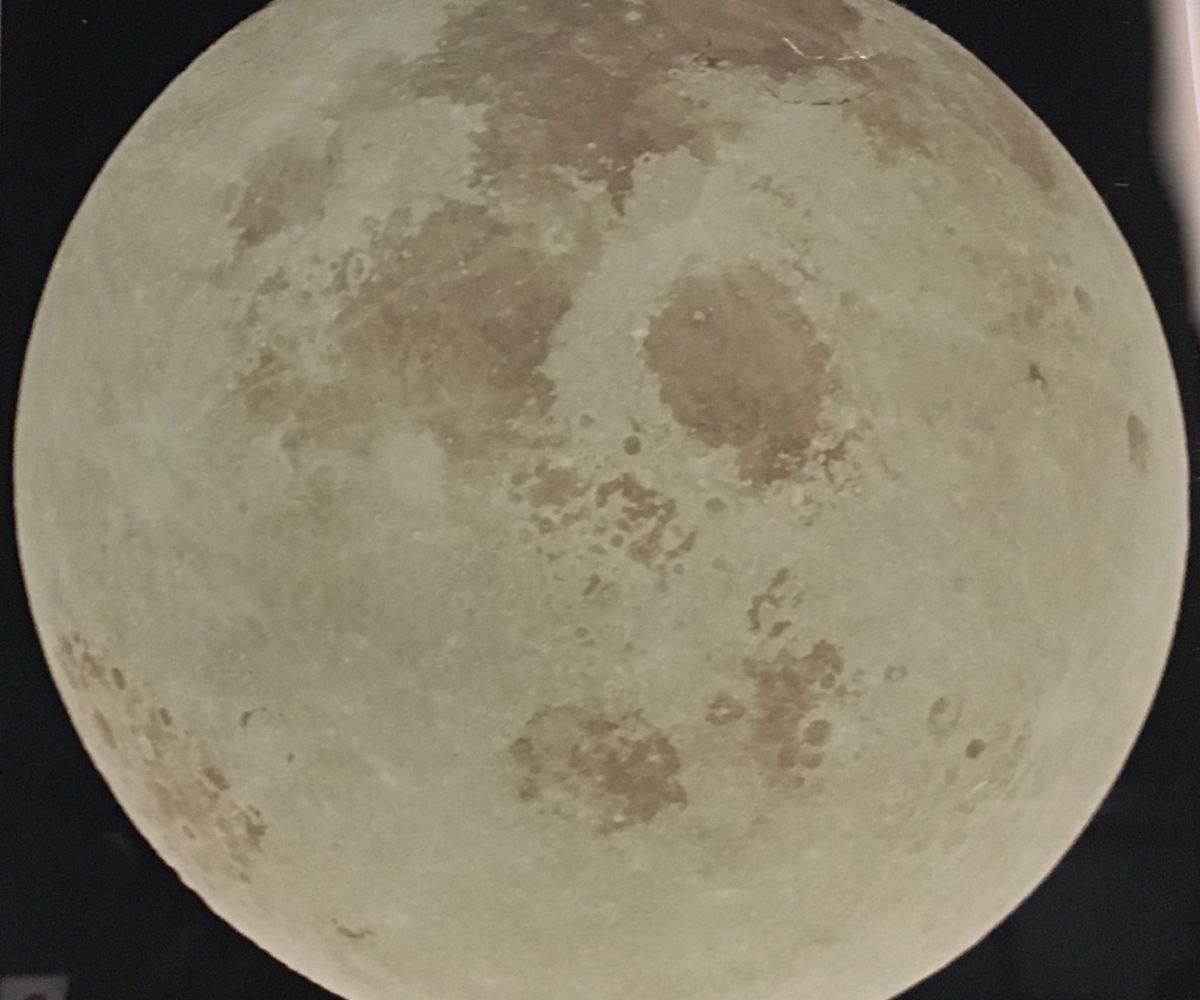https://francoiserevol-oquin.com/50eme-billet-miro-au-grand-palais-1/  59ème billet | «La Lune, du Voyage Réel aux Voyages Imaginaires» au Grand Palais. 1 1200x1000