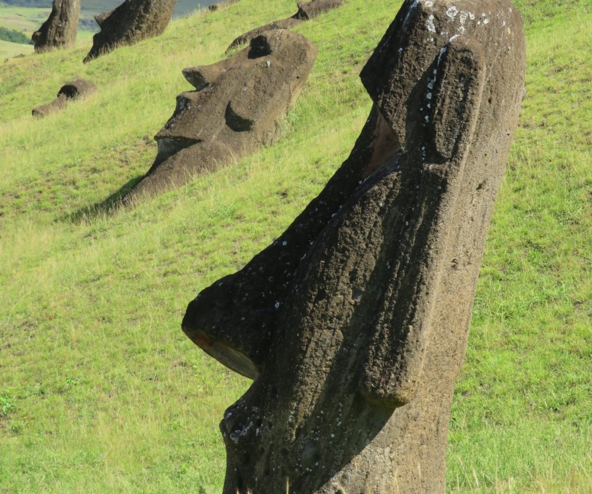 74ebillet| Les sculptures de pierre, ou moais, de l'Ile de Pâques 14 Fran  oise Revol OQuin FrancescArts francoiserevol oquin