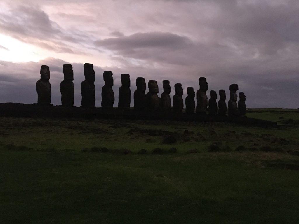 74ebillet| Les sculptures de pierre, ou moais, de l'Ile de Pâques 17 Fran  oise Revol OQuin FrancescArts francoiserevol oquin