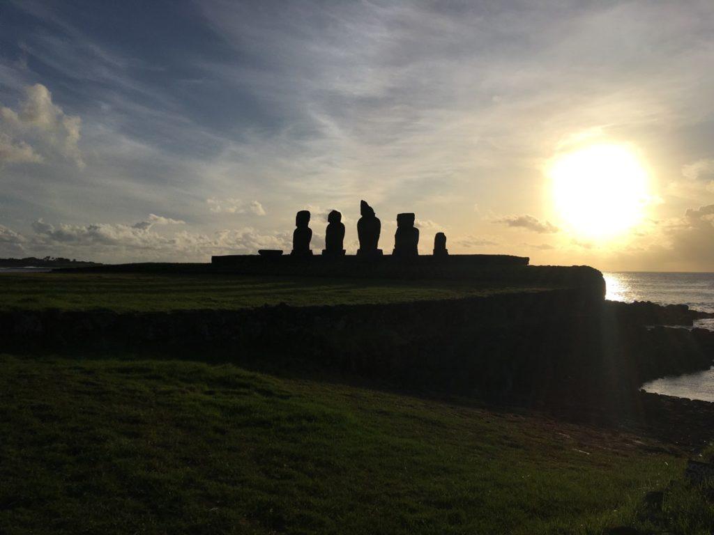 74ebillet| Les sculptures de pierre, ou moais, de l'Ile de Pâques 2 Fran  oise Revol OQuin FrancescArts francoiserevol oquin
