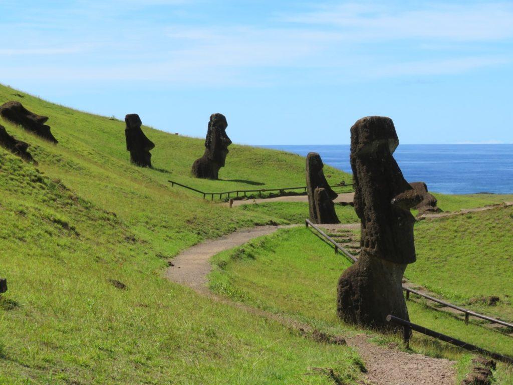 74ebillet| Les sculptures de pierre, ou moais, de l'Ile de Pâques Fran  oise Revol OQuin FrancescArts francoiserevol oquin